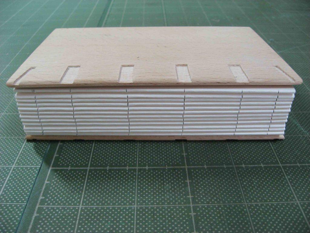 表紙板の加工06