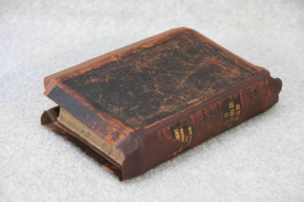 垂れ革表紙聖書の修復(後)