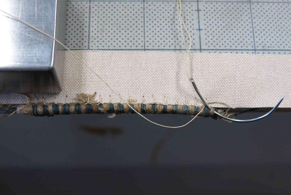 花布のほつれた糸を固定