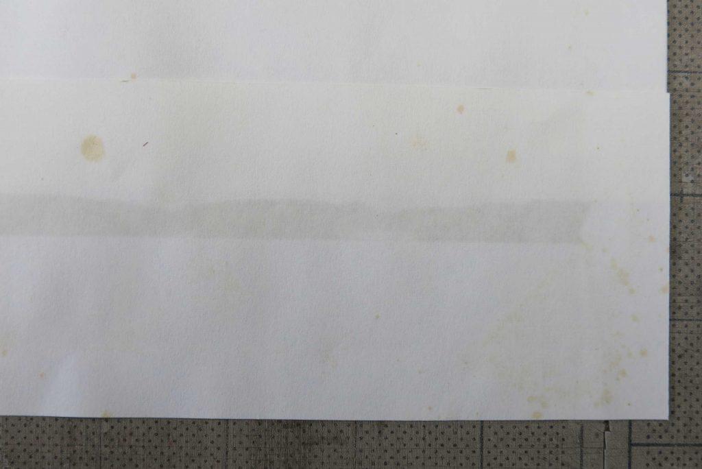 マスキングテープの接着剤が紙に浸透